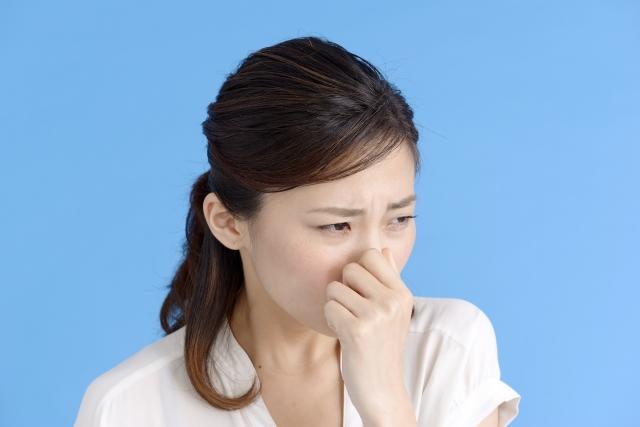 フレシャスのビニール臭を気にする女性