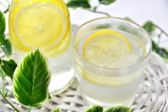 レモン水の簡単な作り方とは?便利なグッズもご紹介します!