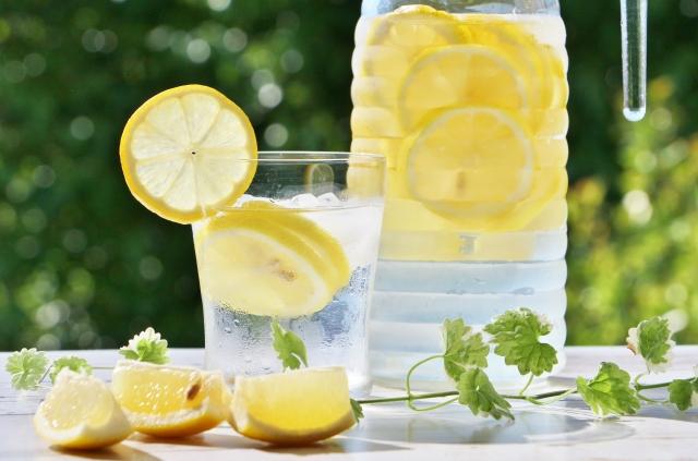 3つのデメリットが気になるレモン水