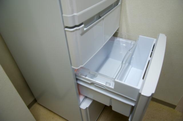 氷をできるだけ早く凍らせるために冷凍庫の急速冷却機能をオンにする
