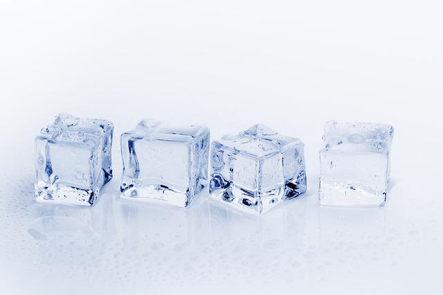 冷蔵庫の氷は水道水以外で作ってOK?ジュースやお茶はどうなの?