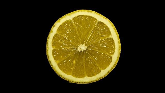 意外な効果があるレモン水に使うレモン