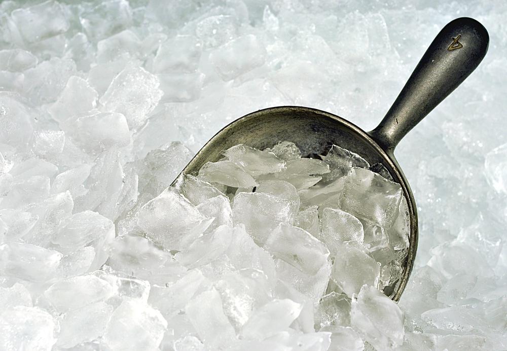 白い氷しか出来ないのはなぜ?聞けば納得の単純な理由とは?
