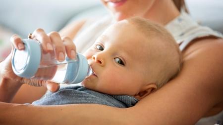 湯冷ましでなく水道水を飲ませてはいけないの?湯冷ましがおすすめな理由!