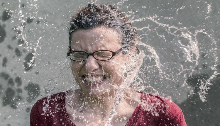 サントリー天然水ウォーターサーバーの水漏れの対処方法は?4つの原因の解決!
